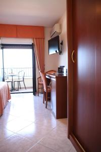 Hotel Za Maria, Hotel  Santo Stefano di Camastra - big - 147