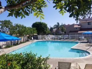 Upscale Designer Condo Condo, Apartments  Huntington Beach - big - 3