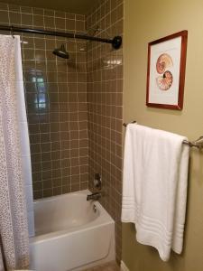 Upscale Designer Condo Condo, Apartments  Huntington Beach - big - 9