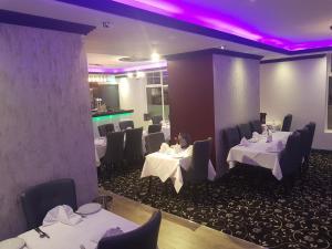 Ascot Grange Hotel - Voujon Resturant, Отели  Лидс - big - 18