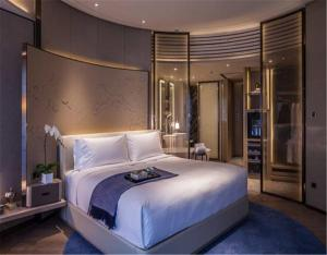Intercontinental Club Zimmer mit Kingsize-Bett