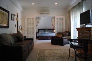 Executive King Suite w/ Spa Bath - non-smoking