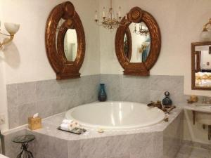 Grand Spa Suites w/ Spa Bath - non-smoking