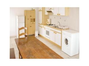 Three-Bedroom Holiday Home in Catelnaud de Grateca., Ferienhäuser  Soubirous - big - 8