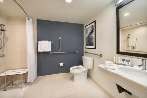 King Room with Bath Tub - Mobility/Hearing Accessible