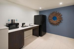 King Suite with Tub - Mobility/Hearing Accessible