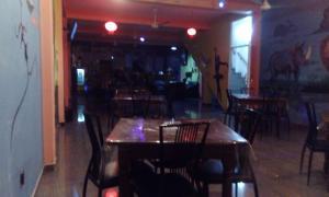 Downtown hotel-restaurant&pub, Hotel  Anuradhapura - big - 16
