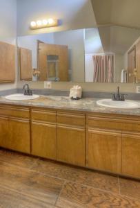 Needles Condo 3 Minutes from Purgatory Resort. 25 Minutes from Downatown Durango, Apartments  Durango - big - 10