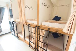 Bed in 8-Bed Mixed Dormitory Room - Lipe