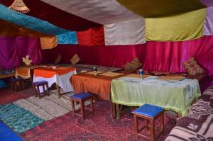 Marhaba Camp, Camel & Sandboarding, Luxury tents  Merzouga - big - 102