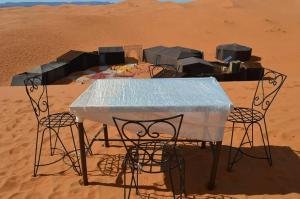 Marhaba Camp, Camel & Sandboarding, Luxury tents  Merzouga - big - 36