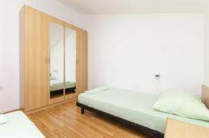 Apartments Vinko, Apartmány  Brodarica - big - 12