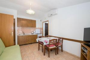 Apartments Dane, Apartmanok  Trogir - big - 8