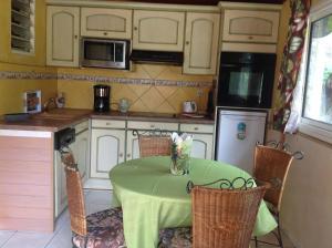 Appartement Dolores, Ferienwohnungen  Le Bois de Nèfles - big - 9