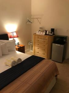 Queen Room with Shared Bathroom - 23B