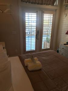Queen Room with Shared Bathroom - 23A