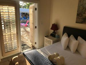 Deluxe Queen Room with Pool View