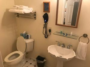 Queen Room with Private Bathroom - 11B
