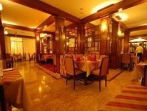 Velan Hotel Greenfields, Hotely  Tiruppūr - big - 16