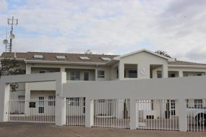 Lion Lodge, Chaty  Bloemfontein - big - 56
