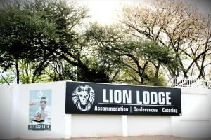 Lion Lodge, Chaty  Bloemfontein - big - 59
