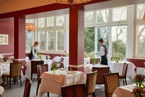 Ockenden Manor Hotel & Spa (3 of 52)