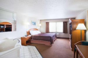 Standard King Room with Spa Bath- Smoking