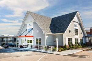 Howard Johnson Inn - Newport Area-Middletown
