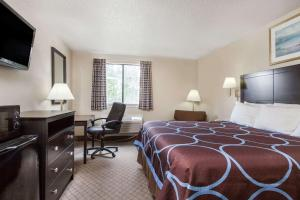 Super 8 by Wyndham Cleveland TX