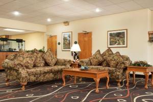 Travelodge Sturgis- Michigan, Motels  Sturgis - big - 9