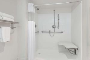 Suite - Disability Access/Non-Smoking