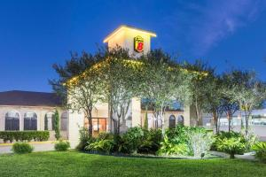 Super 8 by Wyndham San Antonio at I-10, Motel  San Antonio - big - 38