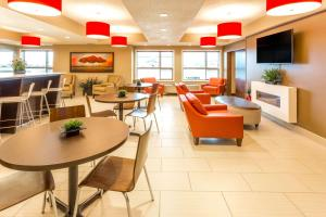 Microtel Inn & Suites by Wyndham Whitecourt, Отели  Whitecourt - big - 36