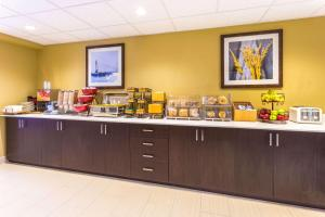 Microtel Inn & Suites by Wyndham Whitecourt, Отели  Whitecourt - big - 35