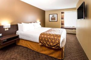 Microtel Inn & Suites by Wyndham Whitecourt, Отели  Whitecourt - big - 23