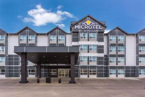 Microtel Inn & Suites by Wyndham Whitecourt, Отели  Whitecourt - big - 1