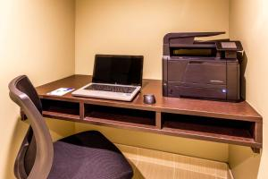Microtel Inn & Suites by Wyndham Whitecourt, Отели  Whitecourt - big - 22
