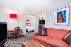 Hawthorn Suites by Wyndham Louisville North, Hotels  Jeffersonville - big - 36