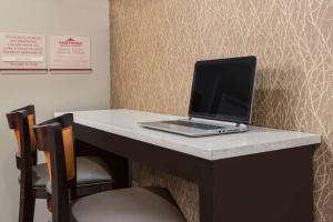 Hawthorn Suites by Wyndham Louisville North, Hotely  Jeffersonville - big - 37