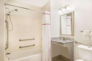 Hawthorn Suites by Wyndham Louisville North, Hotely  Jeffersonville - big - 40