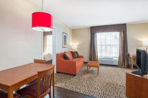 Hawthorn Suites by Wyndham Louisville North, Hotels  Jeffersonville - big - 42
