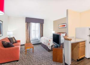Hawthorn Suites by Wyndham Louisville North, Hotels  Jeffersonville - big - 44