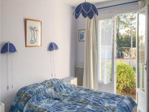 Four-Bedroom Holiday Home in La Tranche sur Mer, Prázdninové domy  La Tranche-sur-Mer - big - 3