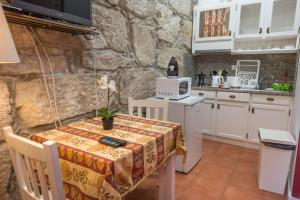 Centenary Fontainhas Apartments, Apartmány  Porto - big - 77