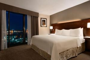 Premium King Room with Balcony and City View - Non-Smoking