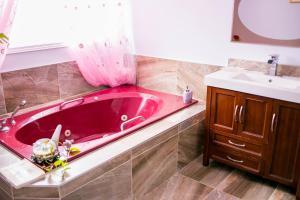 Standard Room, 2 Twin Beds, Shared Bathroom (1)