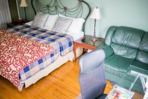 Superior Room, 1 King Bed, Private Bathroom (4)