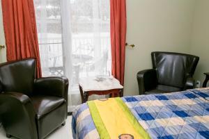 Standard Room, 1 Queen Bed, Private bathroom (5)