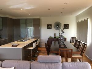 Grand Escape McKenzie - Boutique Rentals, Nyaralók  Cowes - big - 43