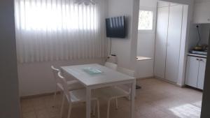 Tamar, Appartamenti  Neve Zohar - big - 7
